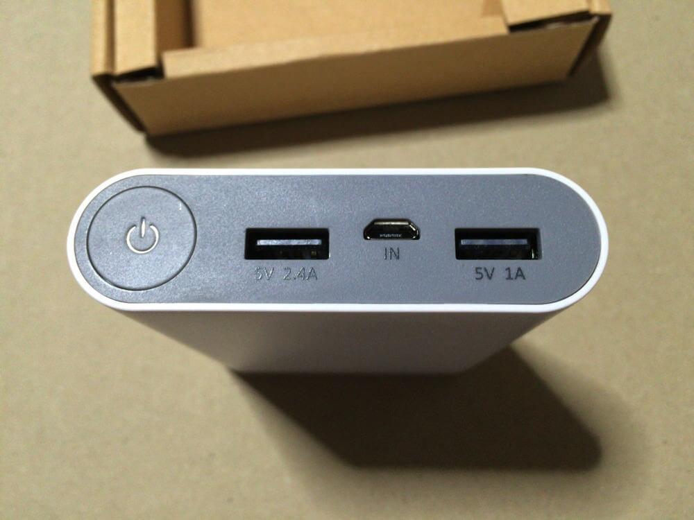 電源、給電・充電ポートは片面に集合