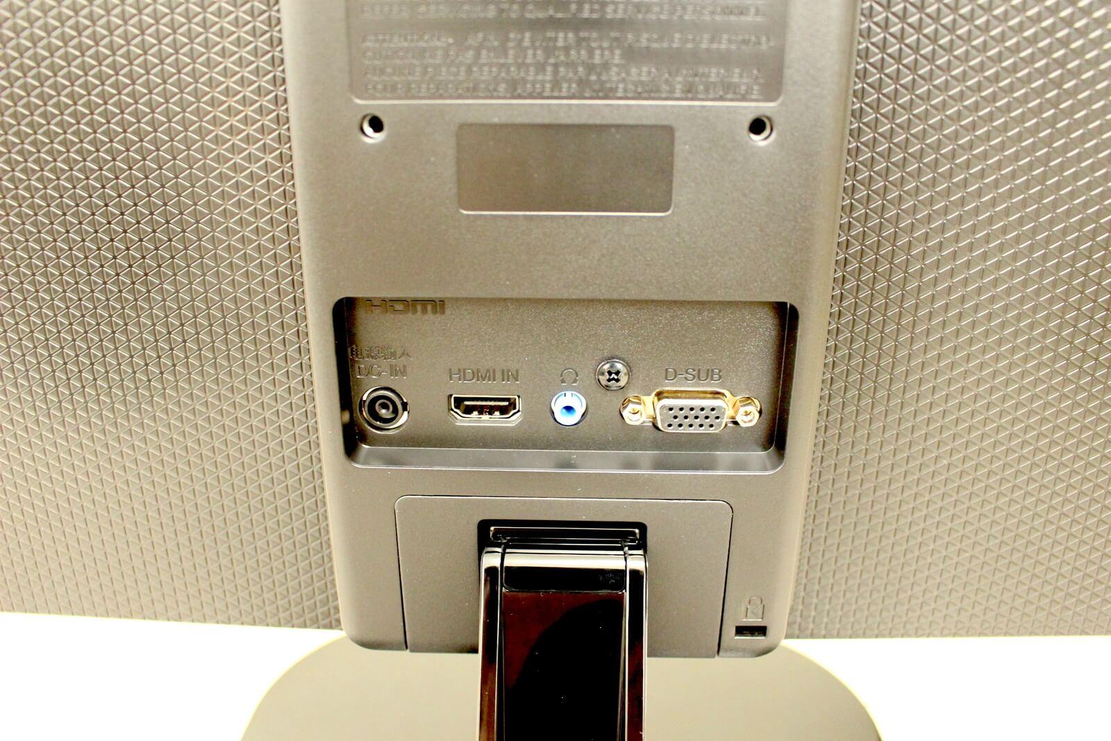 入力端子はD-SubとHDMIの2系統