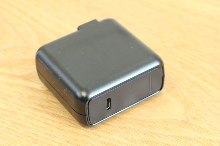 モバイルバッテリーの急速充電器として「Anker PowerPort Speed 1 PD30」が付いてくる