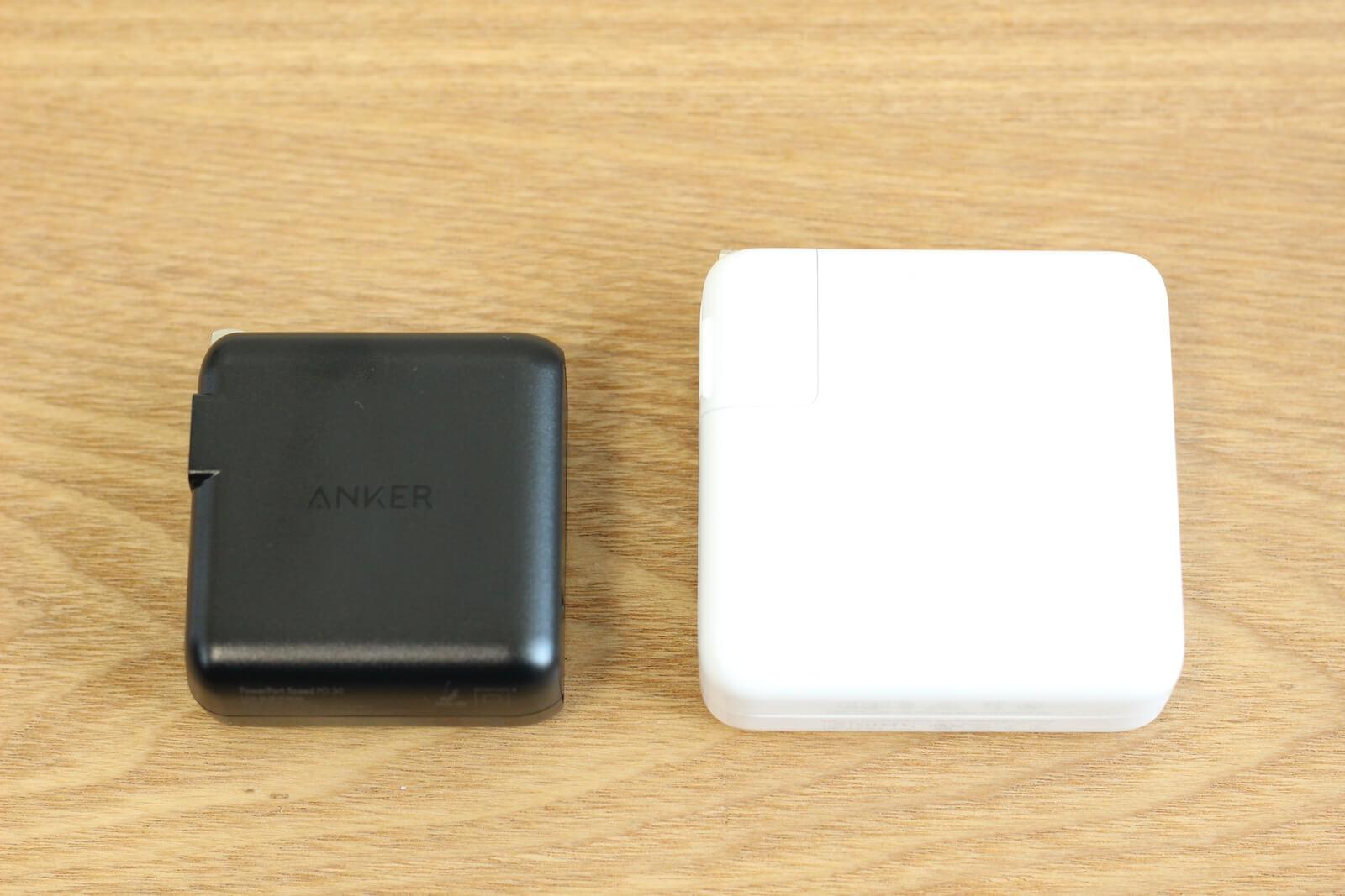 Apple純正のMacbook Pro用電源アダプタより小さくて軽い