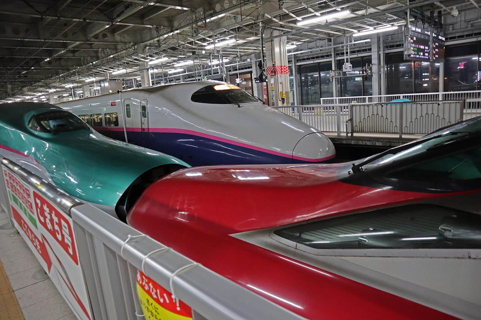 仙台駅の夜に停車するE2系E5系E6系
