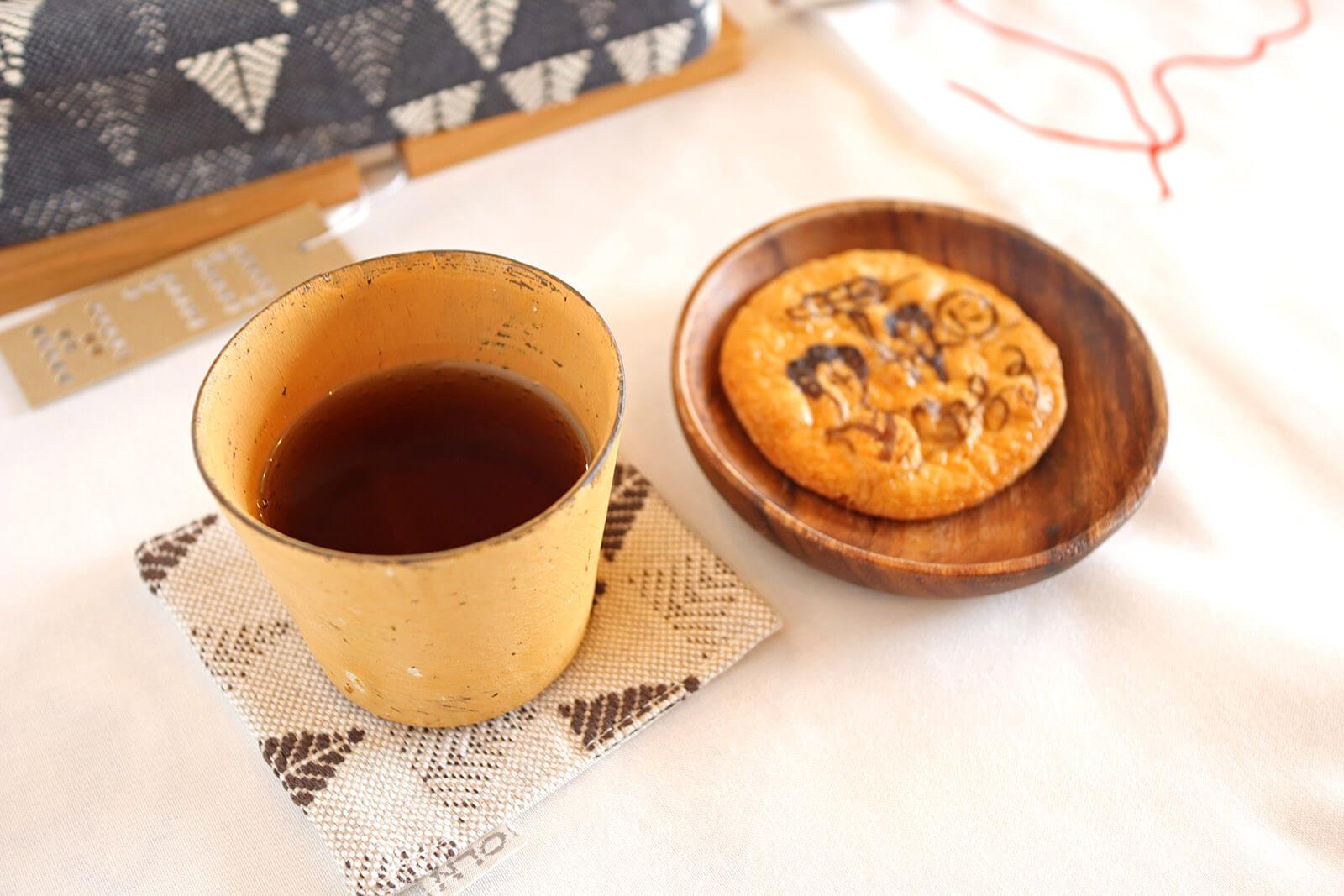 おせんべいと紅茶