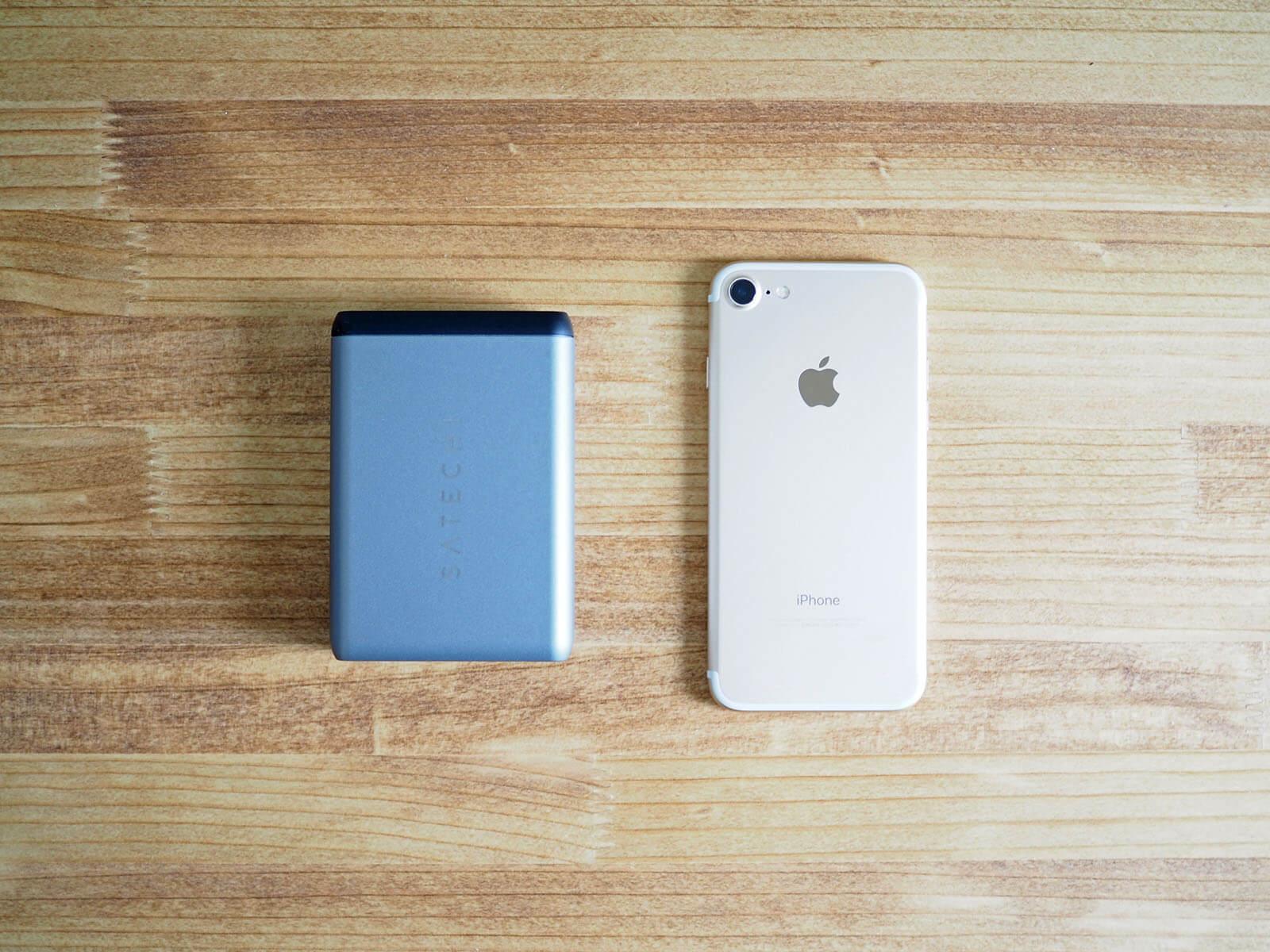 サイズはiPhone7よりも小さく携帯性もいい