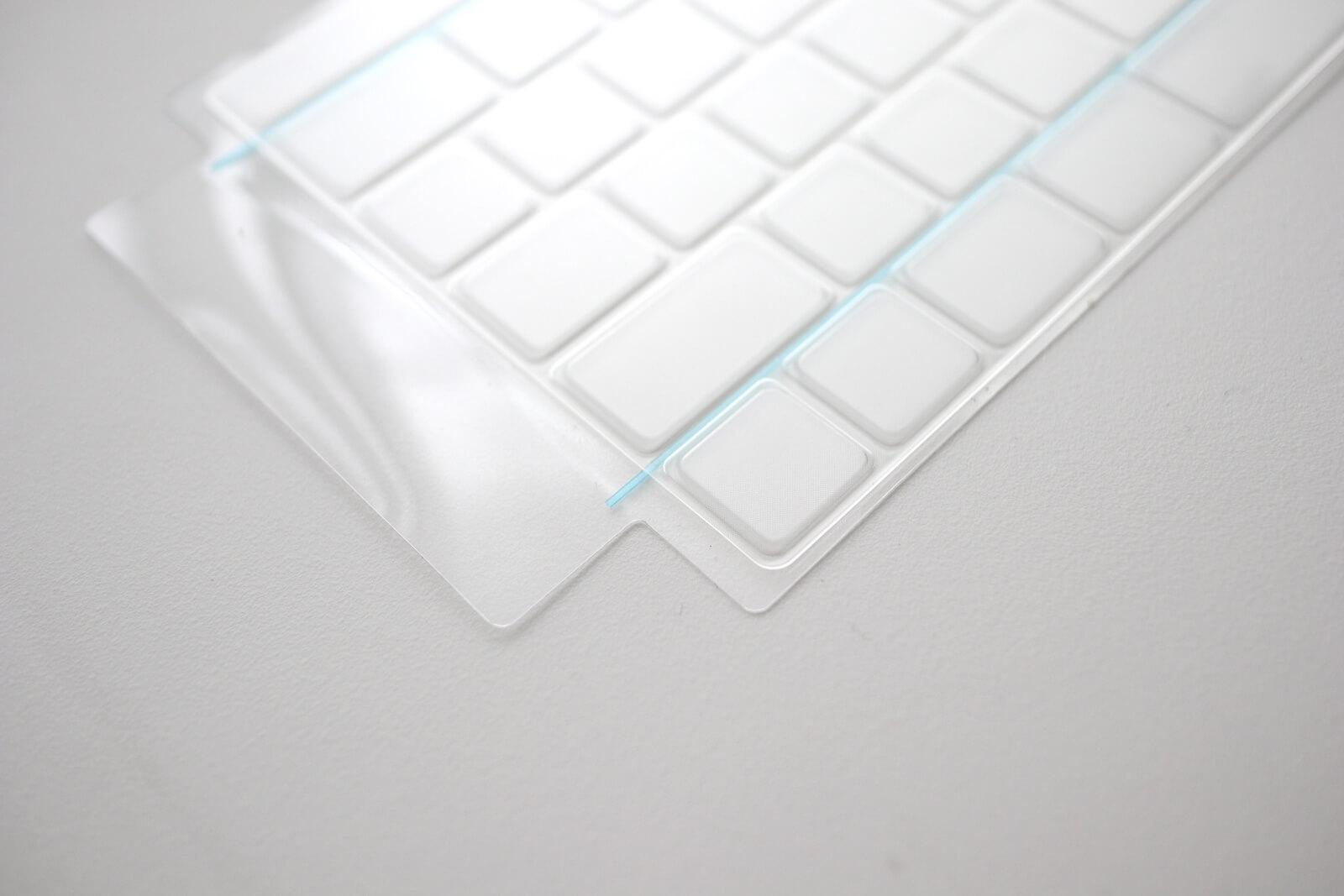 カバーにテープがくっついていてカバーがずれるのを防いでくれる