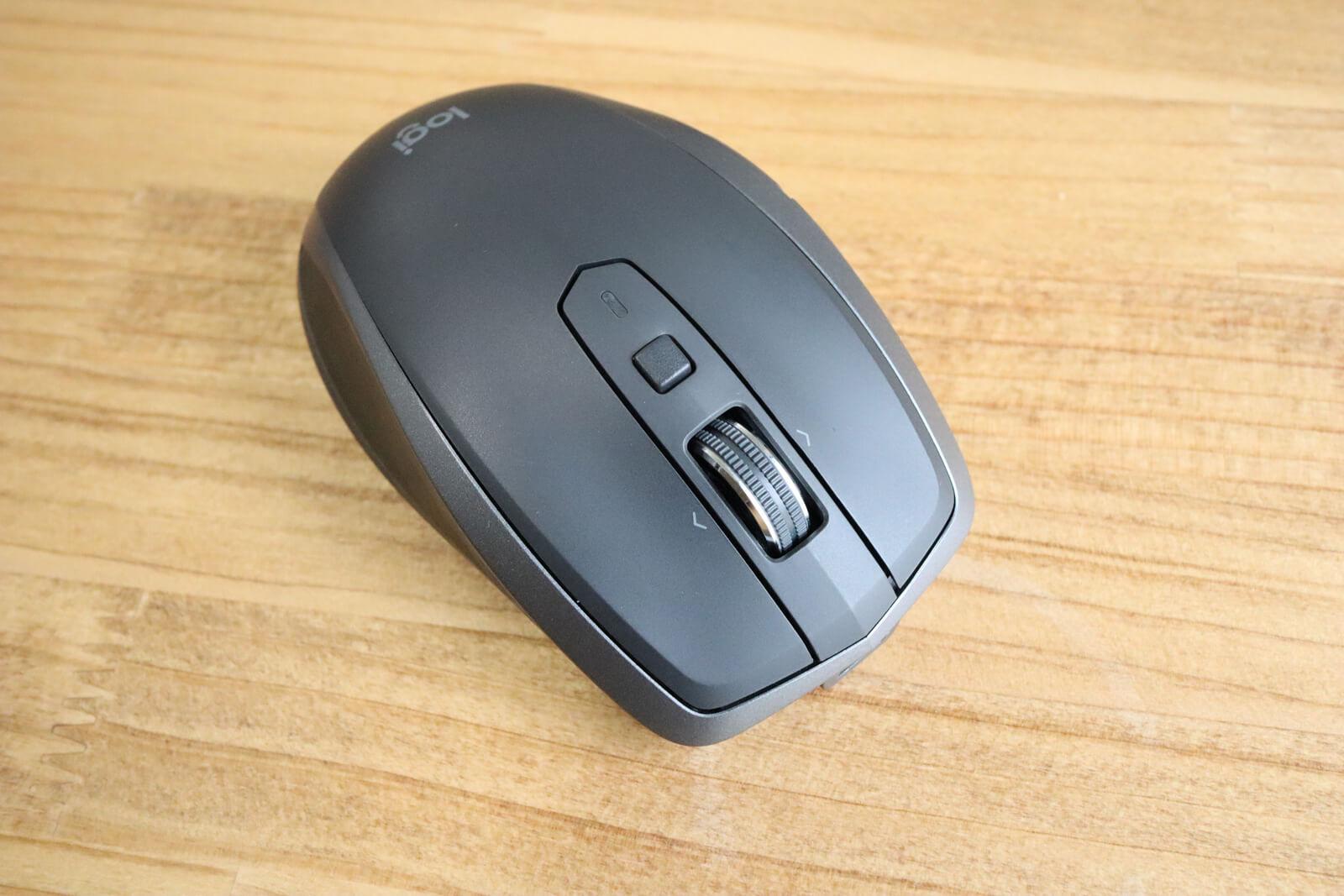 マウス前面には左右のクリックとホイール、ジェスチャーボタンがついています