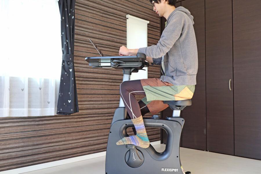 デスクワークしながら運動ができる!健康的な仕事環境を作れる「FlexiSpot デスクバイク V9」レビュー【PR】