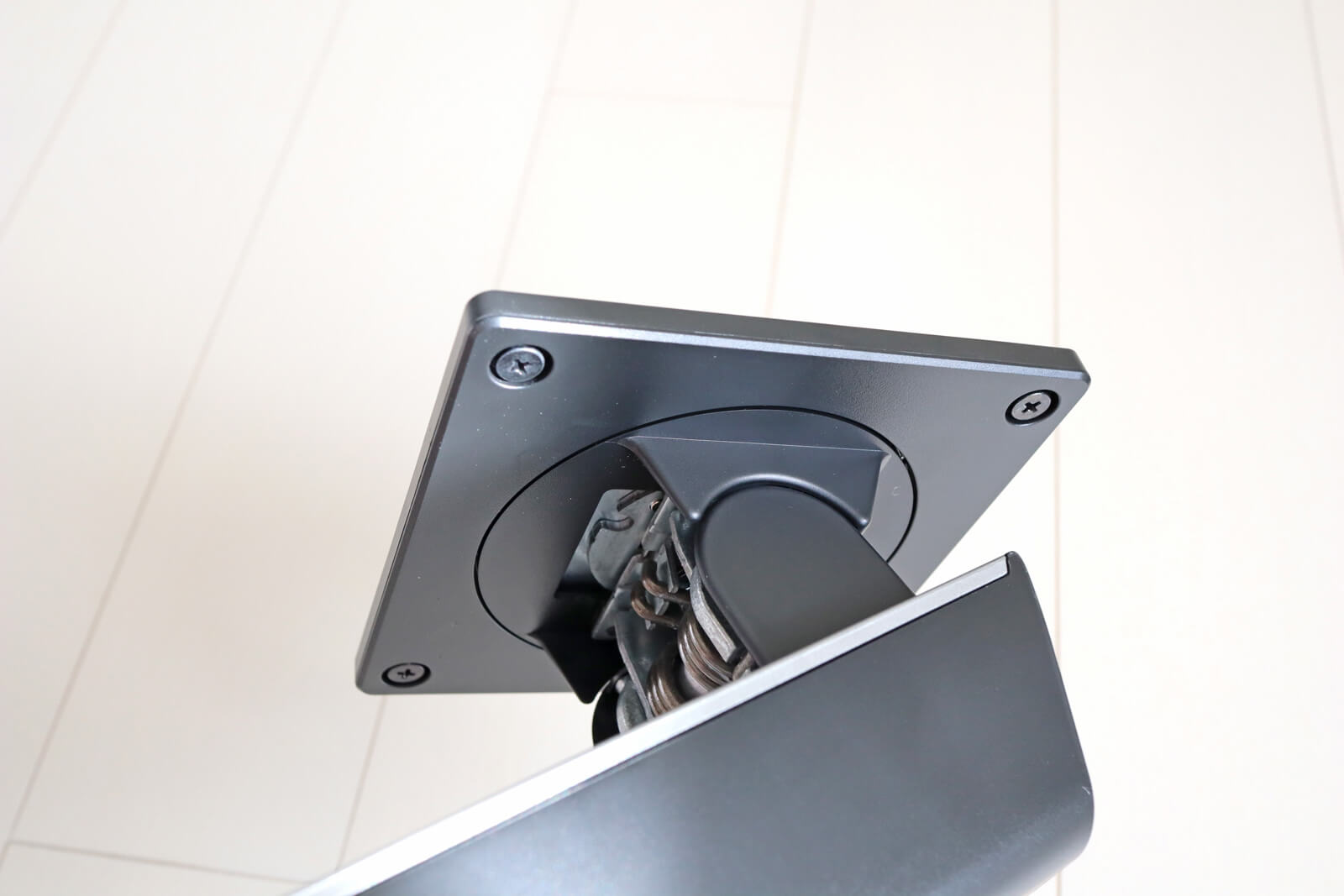 モニターは回転可能で縦置き・横置きどちらでもOK
